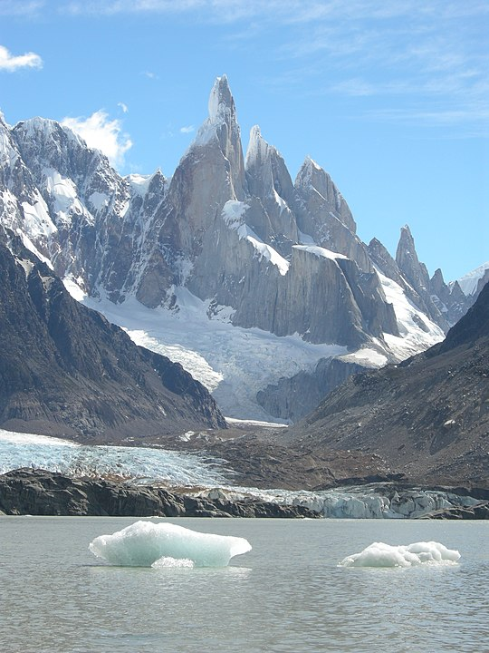 540px-Cerro_Torre_(east_face)_and_Laguna_Torre.jpg