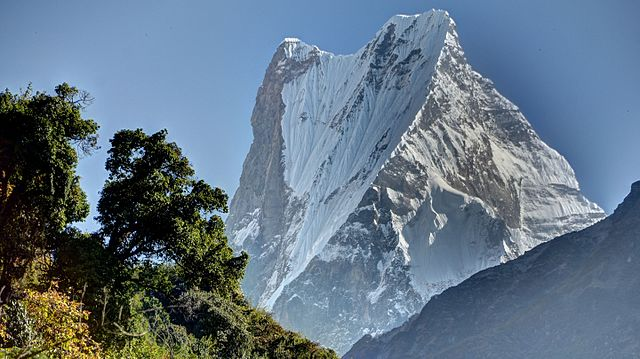 640px-Machapuchare_close-up_of_summit_ridge.jpg